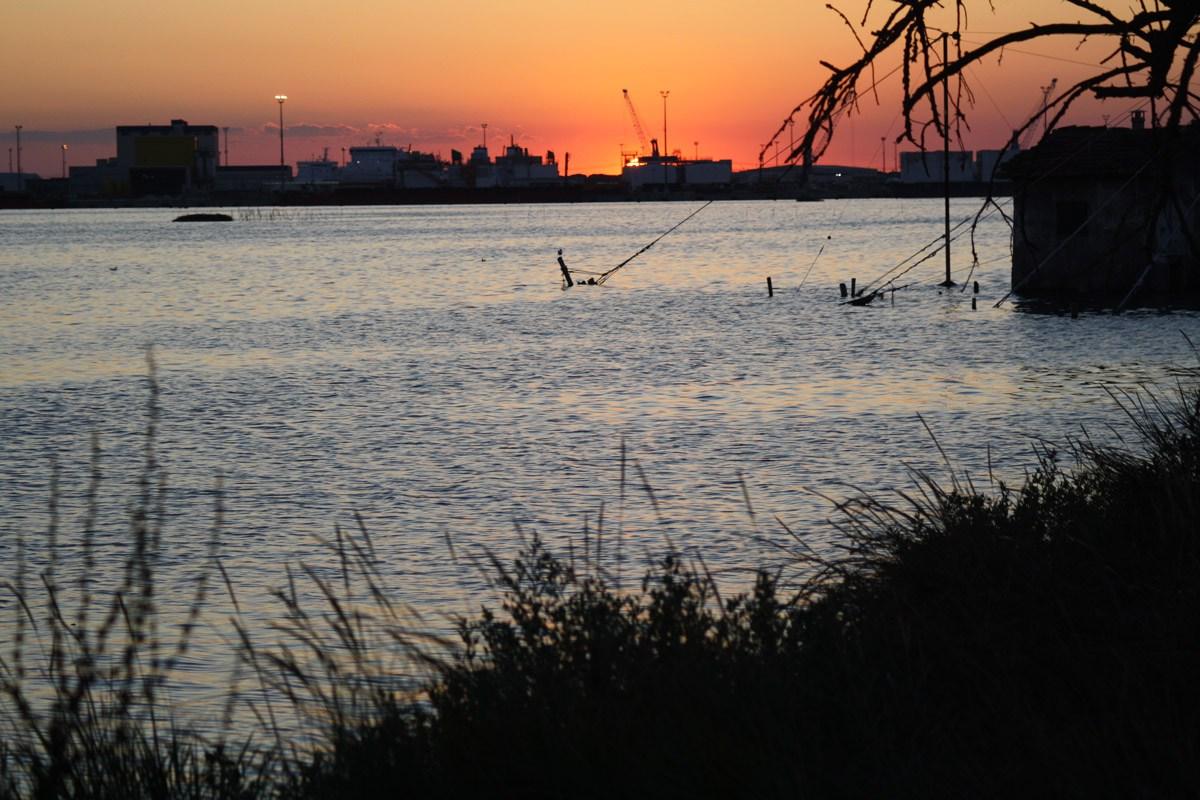 zona industriale sul fiume